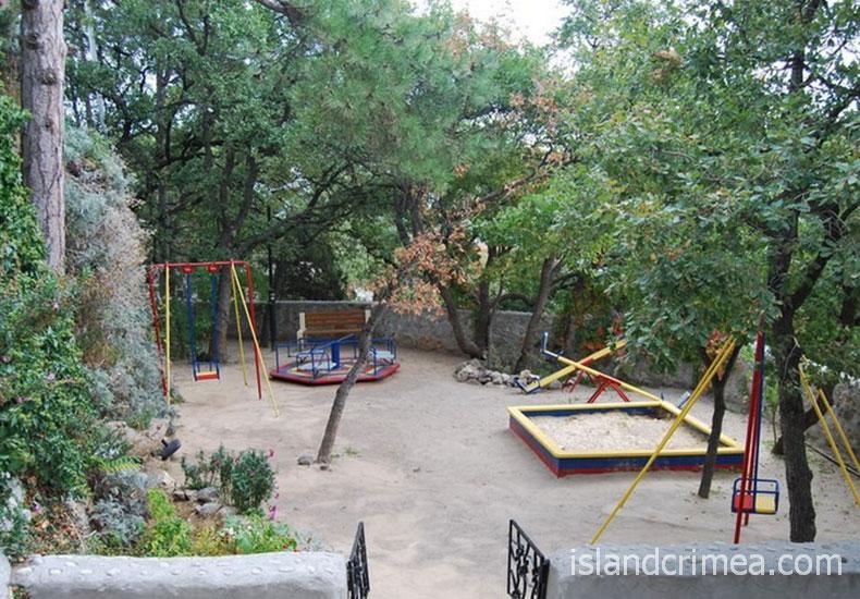 """Пансионат """"Ай-Тодор-Юг"""", детская площадка."""