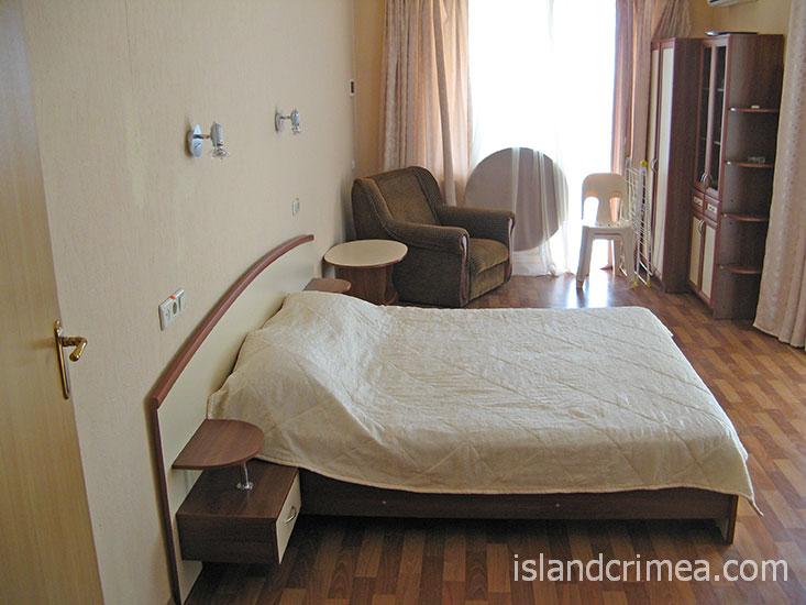 """Отель """"Демерджи"""", коттедж, 2 этаж, номер полулюкс."""