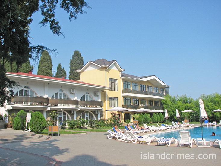 """Отель """"Демерджи"""", корпус 7, бассейн."""