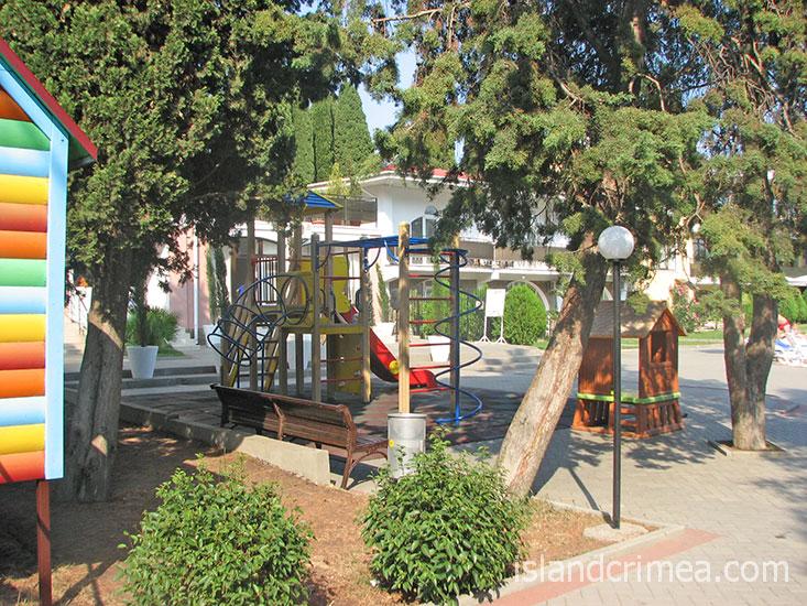 """Отель """"Демерджи"""", детская площадка."""