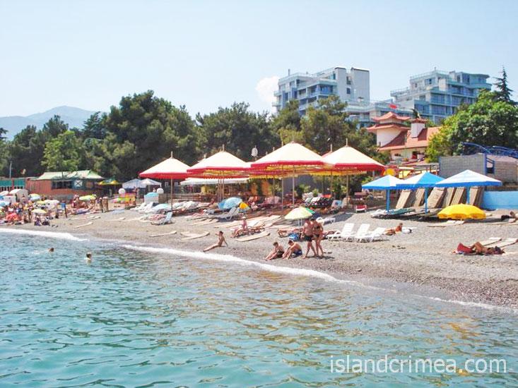 """Пляж отеля """"Демерджи""""."""