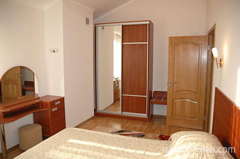 """Санаторий """"Днепр"""", двухкомнатный люкс, корпус 5, 5-й этаж."""
