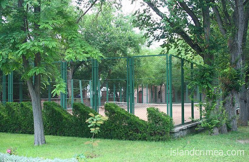 Теннисный корт в ЕДКС