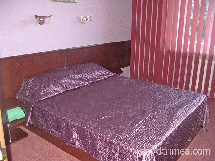 """Пансионат """"Голубой залив"""", двухкомнатный номер первой категории, спальня"""