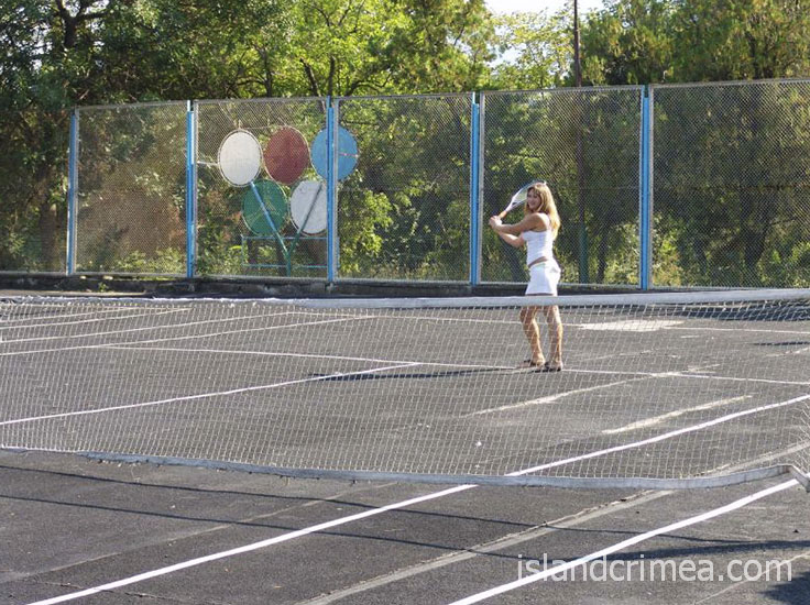 """Теннисный корт у пансионата """"Голубой залив"""""""