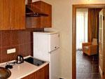"""Гостевой дом """"СВ"""", 2-м номер с двуспальной кроватью, кухня"""