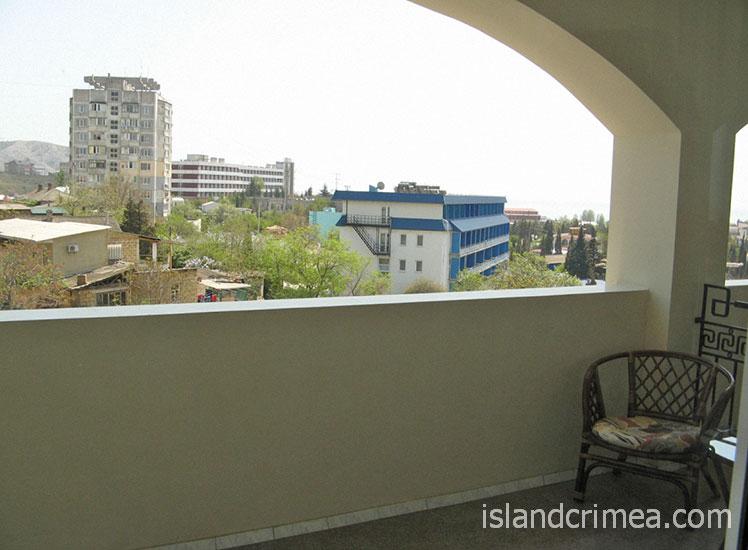 """Отель """"Форум"""", балкон улучшенного номера на четвертом этаже"""