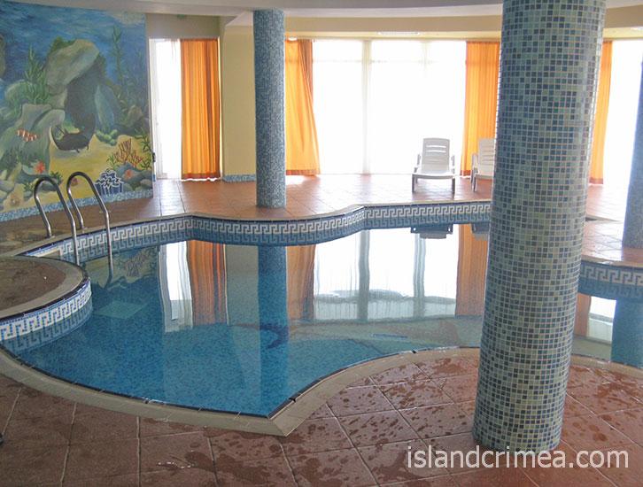 "Отель ""Маджестик"", крытый бассейн."
