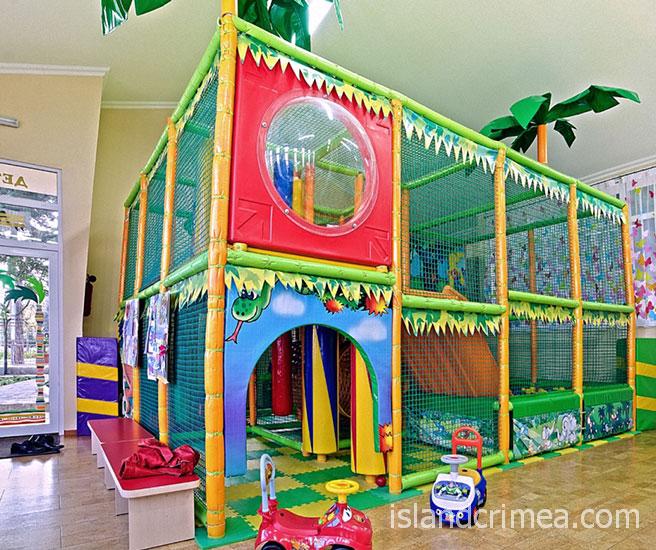 """Детская комната в курорт-отеле """"Пальмира-Палас"""""""