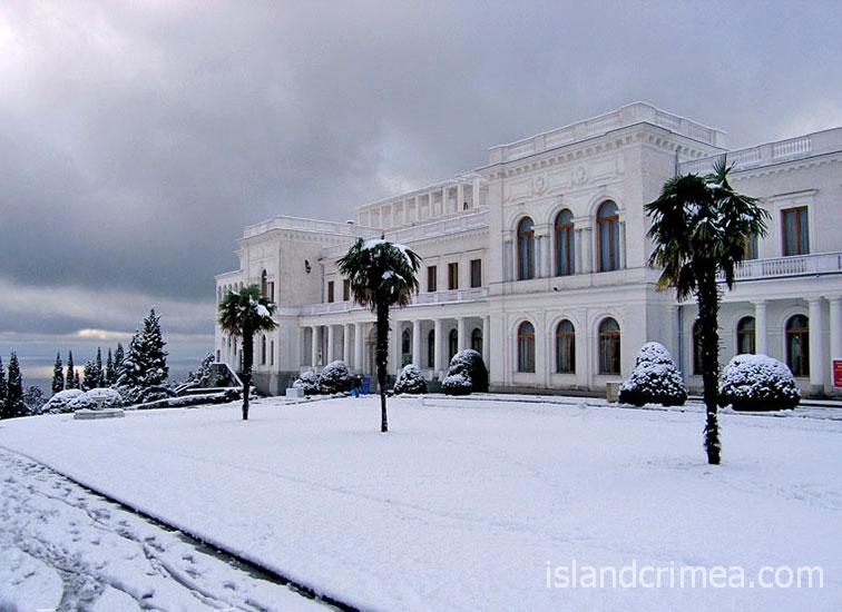 Ливадийский дворец зимой.