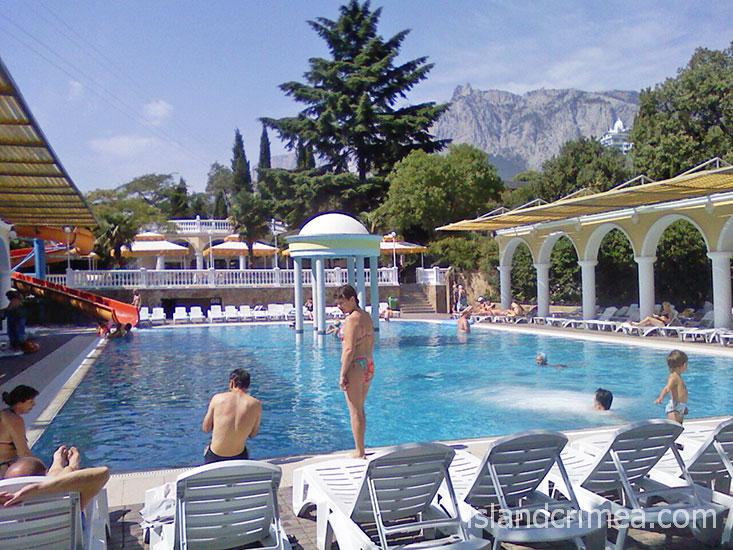 "Парк-отель ""Марат"", открытый бассейн."