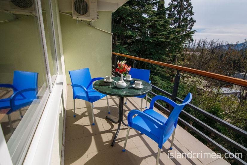"""Пансионат """"Нева"""", балкон в трехместном комфорте"""