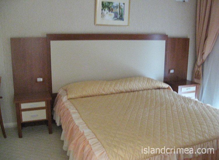 """Отель """"Алые паруса"""", двухкомнатный номер люкс, спальня"""