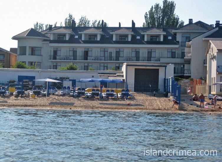 """Отель """"Атлантик"""", пляж"""