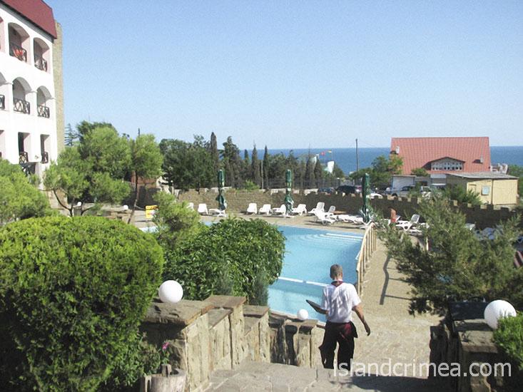 "Курортный отель ""Бастион"", корпус 1 и бассейн"