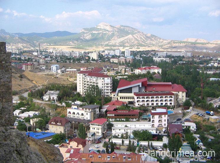 """Вид на отель """"Бастион"""" с Судакской крепости"""