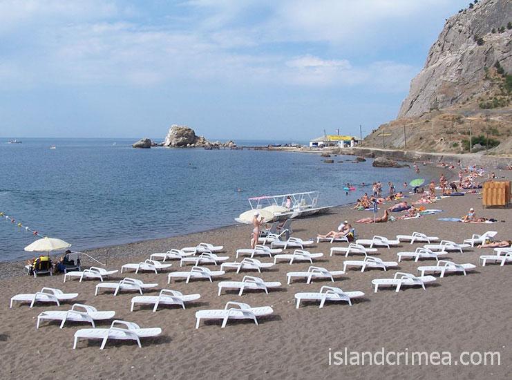 """Курортный отель """"Бастион"""", пляж у горы"""