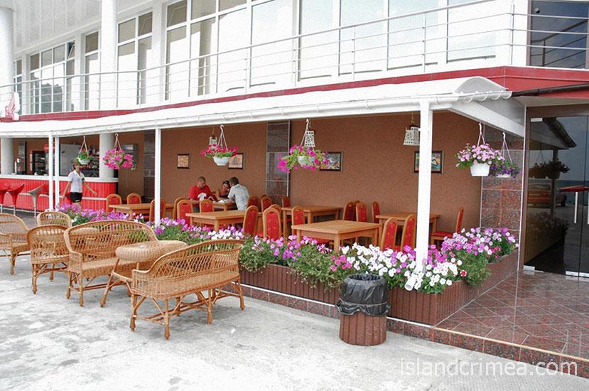 """Дайвинг-отель """"Белый грифон"""", кафе"""