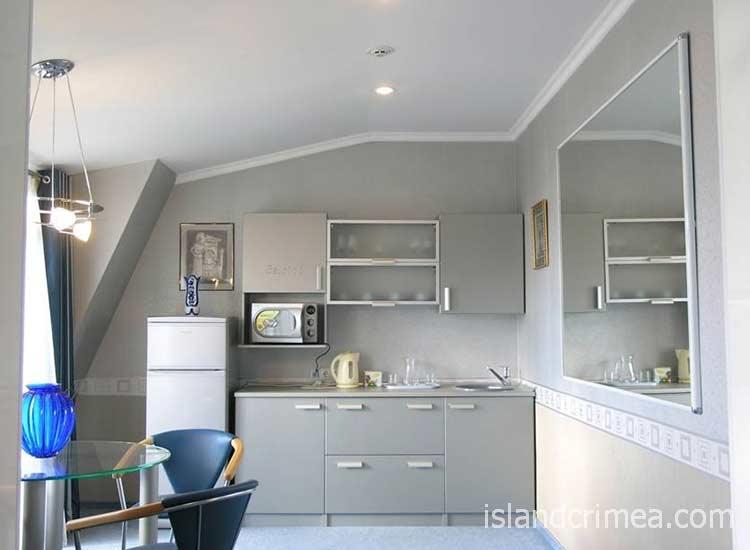 """Отель """"Бристоль"""", апартамент VIP Lord, кухонный уголок"""