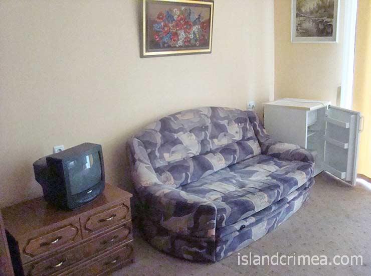 """Отель """"Бриз"""", двухместный номер 1-й категории, диван"""
