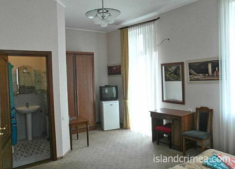 """Отель """"Бриз"""", двухместный номер 2-й категории"""