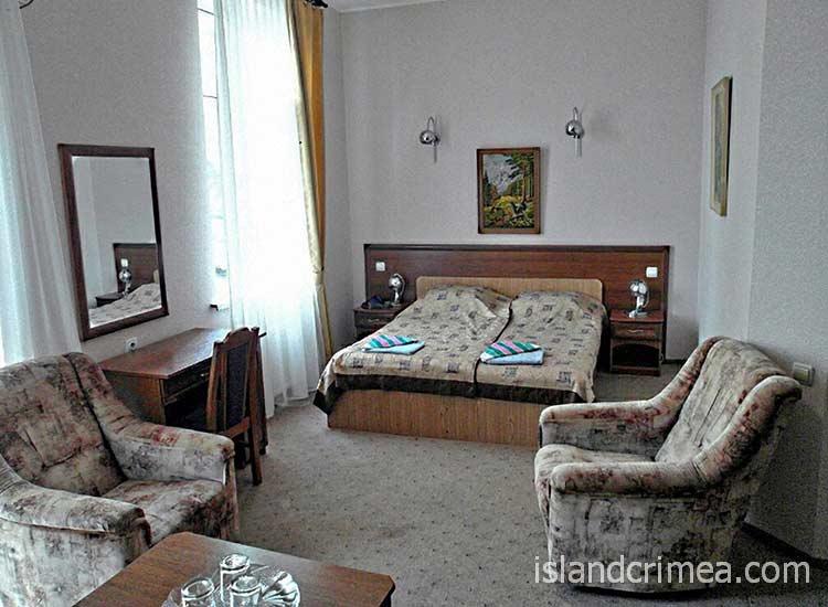 """Отель """"Бриз"""", двухместный номер 1-й категории"""