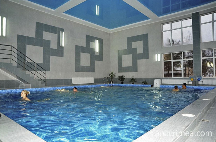 """Крытый бассейн в отеле """"Империя"""""""