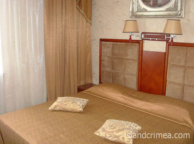 """Отель """"Ukraine Palace"""", номер люкс улучшенный, спальня"""