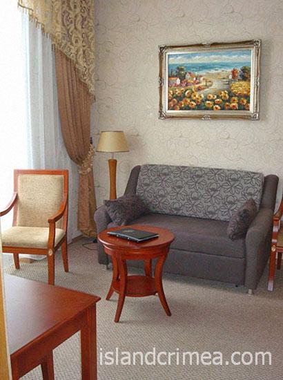 """Отель """"Ukraine Palace"""", номер люкс улучшенный, гостиная"""