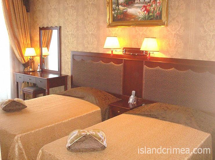 """Отель """"Ukraine Palace"""", номер люкс комфорт улучшенный, спальня"""