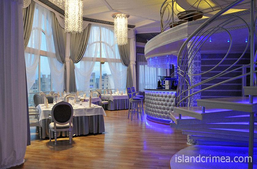"""Отель """"Ukraine Palace"""", ресторан Sky Bar"""