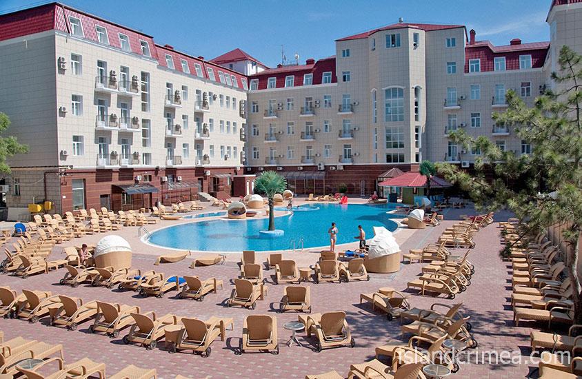 """Отель """"Ukraine Palace"""", открытый бассейн"""