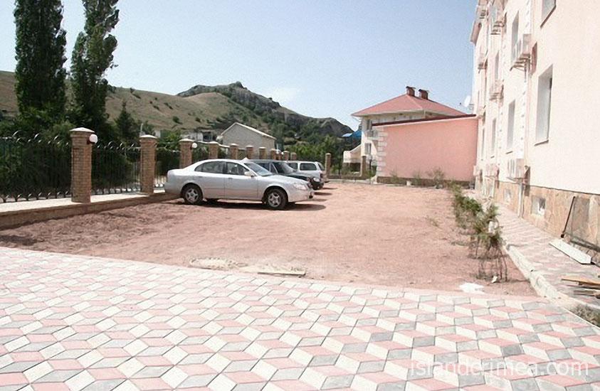 """Автостоянка пансионата """"Гиацинт"""""""