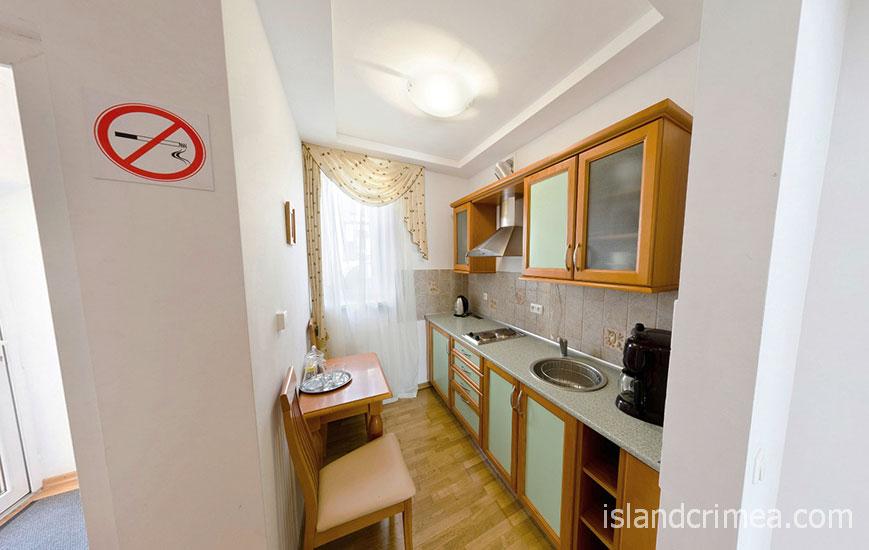 """Пансионат """"Крымская весна"""", коттедж, двухэтажный дуплекс-апартамент, кухня"""