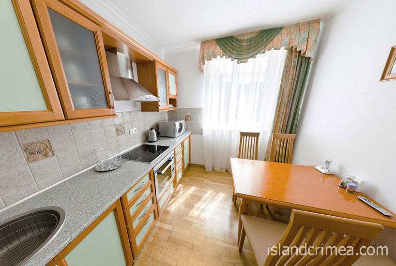 """Пансионат """"Крымская весна"""", коттедж, 4-м трёхэтажный сьют, кухня"""