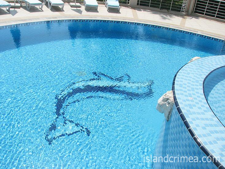 """Пансионат """"Море"""", бассейн у виллы 9."""