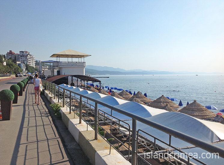 """Пансионат """"Море"""", набережная и пляж."""