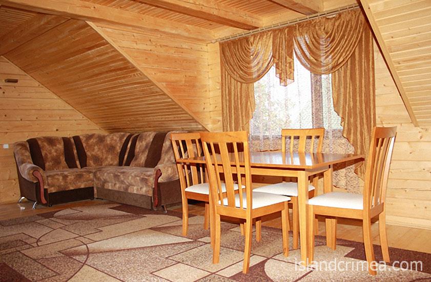"""Пансионат """"Украина-1"""", деревянный коттедж, двухкомнатный номер (второй этаж)"""