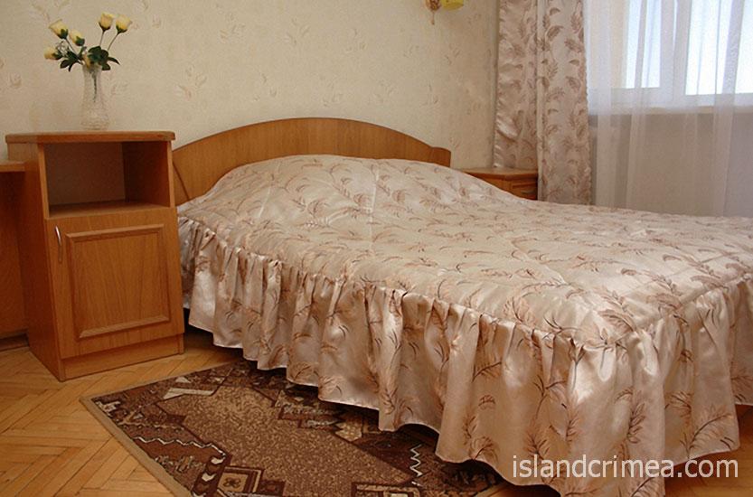"""Пансионат """"Украина-1"""", корпус, номер люкс, спальня"""