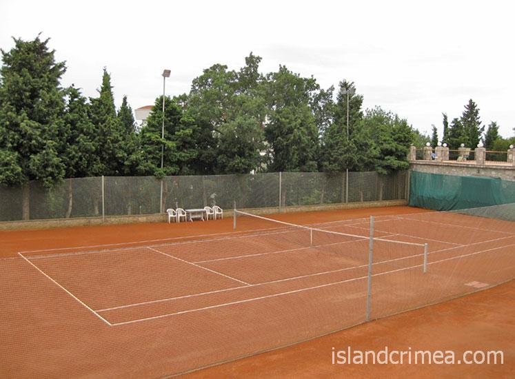 Теннисный корт в Respect Hall Resort & SPA