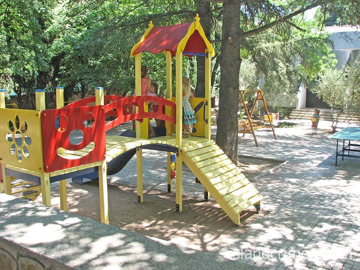 Санаторий Алушта, детская площадка.