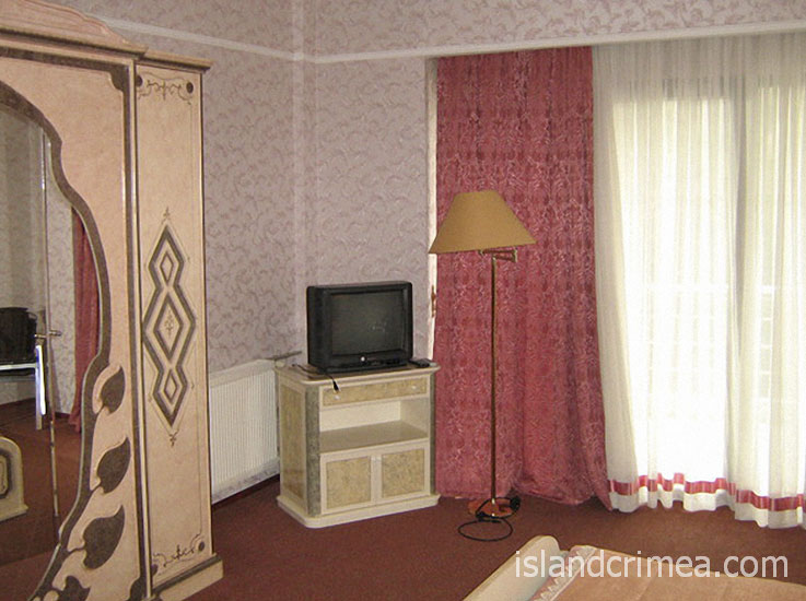 """Санаторий """"Белоруссия"""", корпус 2, трёхкомнатный сьюит, спальня"""