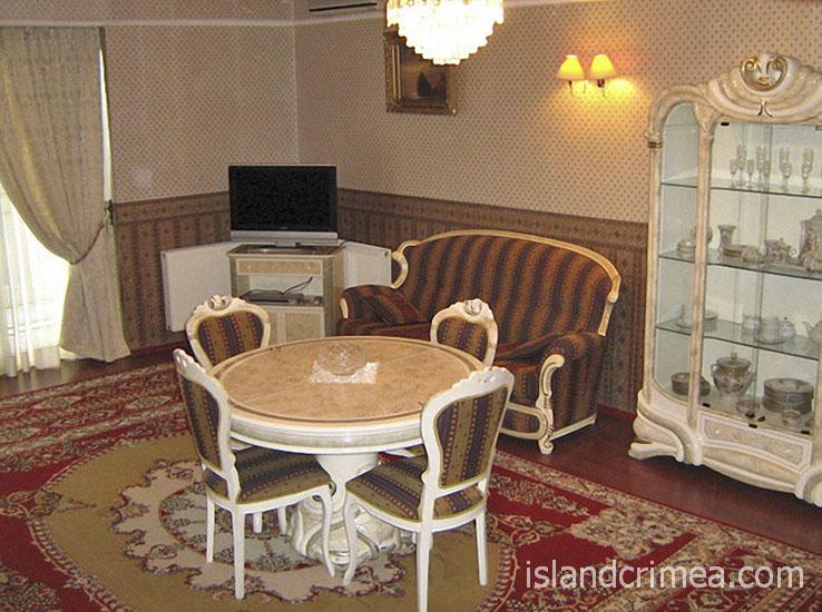 """Санаторий """"Белоруссия"""", корпус 2, трёхкомнатный сьюит, гостиная"""