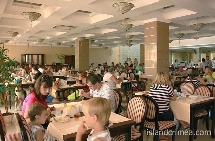 "Зал ресторана санатория ""Черноморец"""
