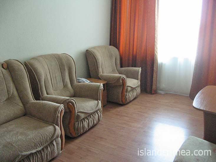 """Санаторий """"Черноморье"""", гостиная люкса, корпус 2"""