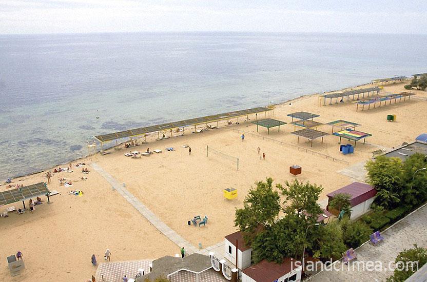 """Санаторий """"Днепр"""", вид на пляж из корпуса 7"""