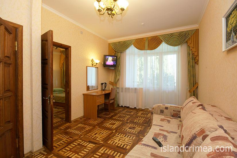 """Санаторий """"Горный"""", корпус 3, двухкомнатный номер, гостиная."""