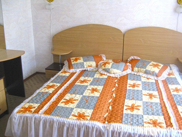 """Санаторий """"Киев"""", 2-комн. 2-местн. полулюкс, спальня."""