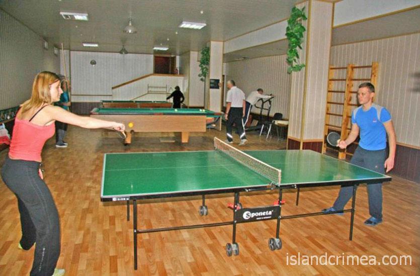 """Санаторий """"Киев"""", бильярд и настольный теннис."""