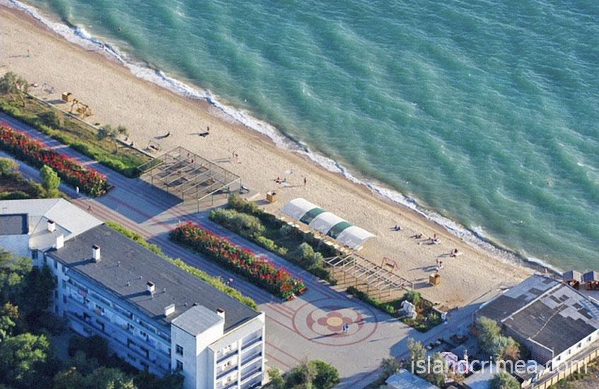 """Пляж санатория """"Полтава"""""""